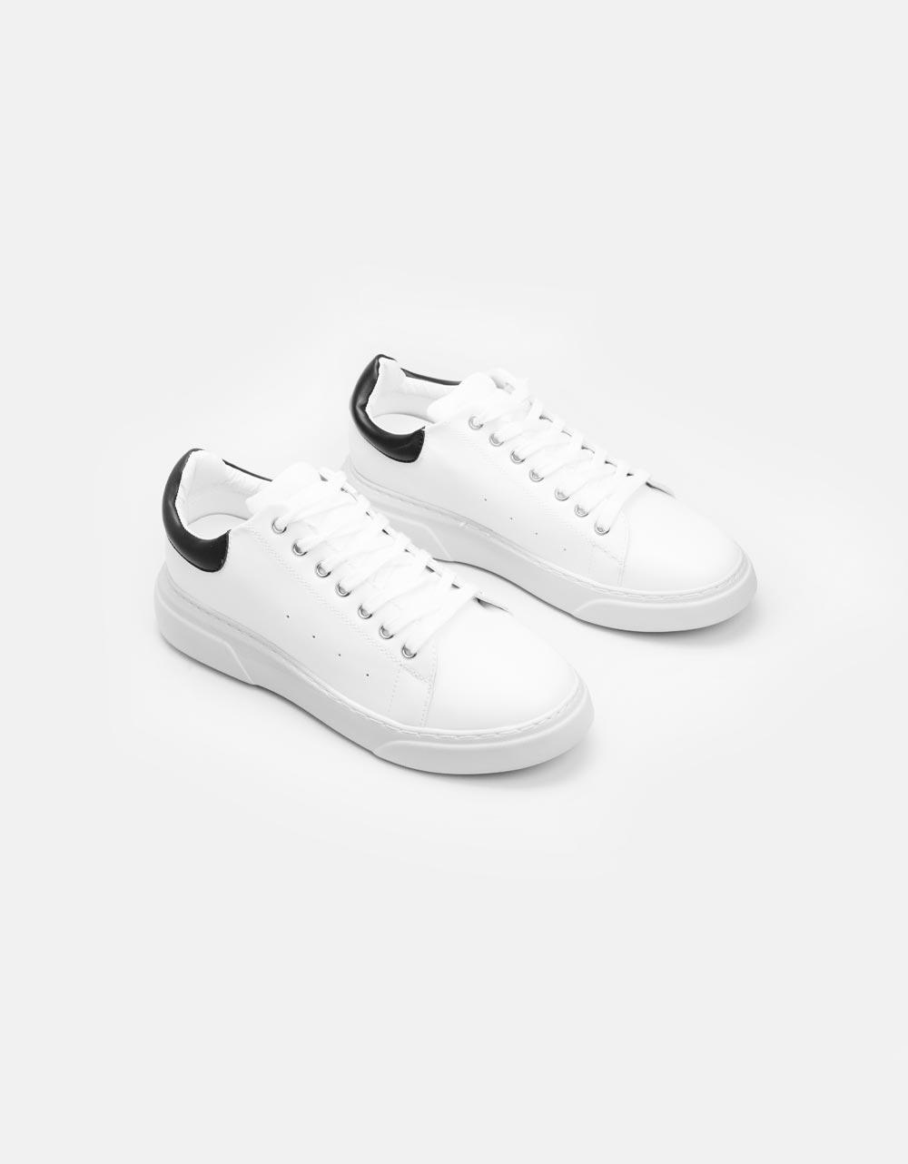 Εικόνα από Ανδρικά sneakers μονόχρωμα με λεπτομέρεια Λευκό/Μαύρο