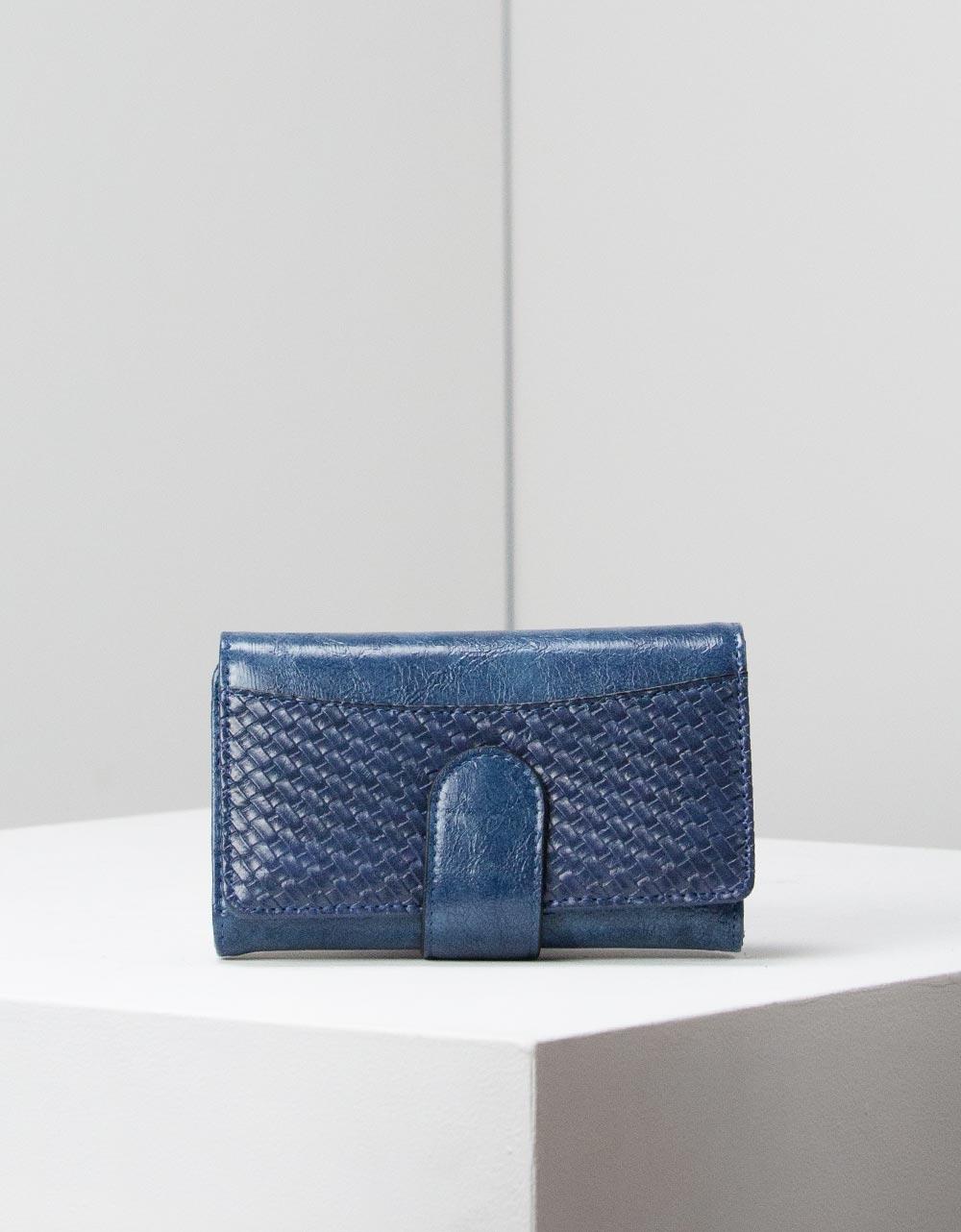 Εικόνα από Γυναικεία πορτοφόλια με ανάγλυφη λεπτομέρεια Navy