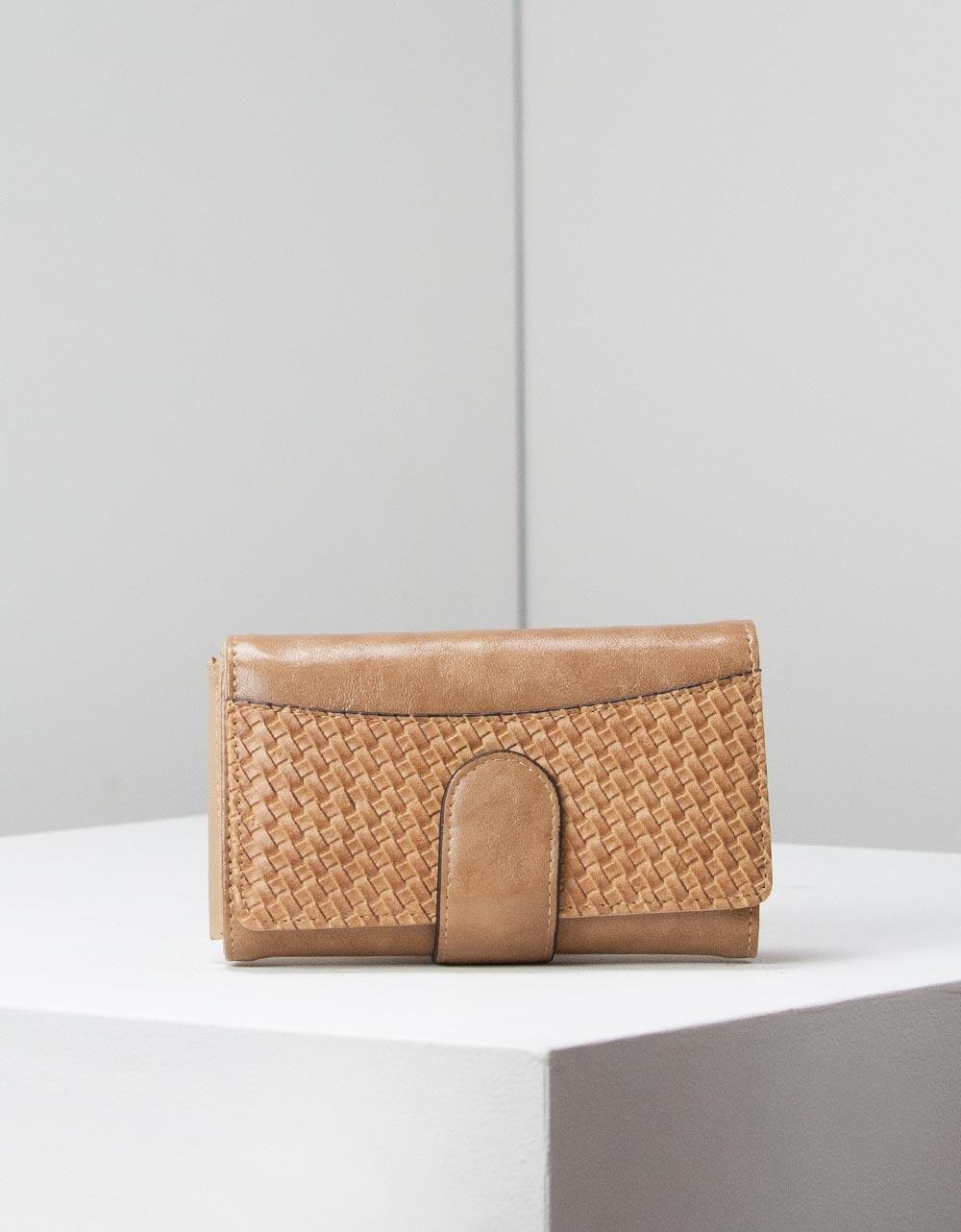 Εικόνα από Γυναικεία πορτοφόλια με ανάγλυφη λεπτομέρεια Πούρο