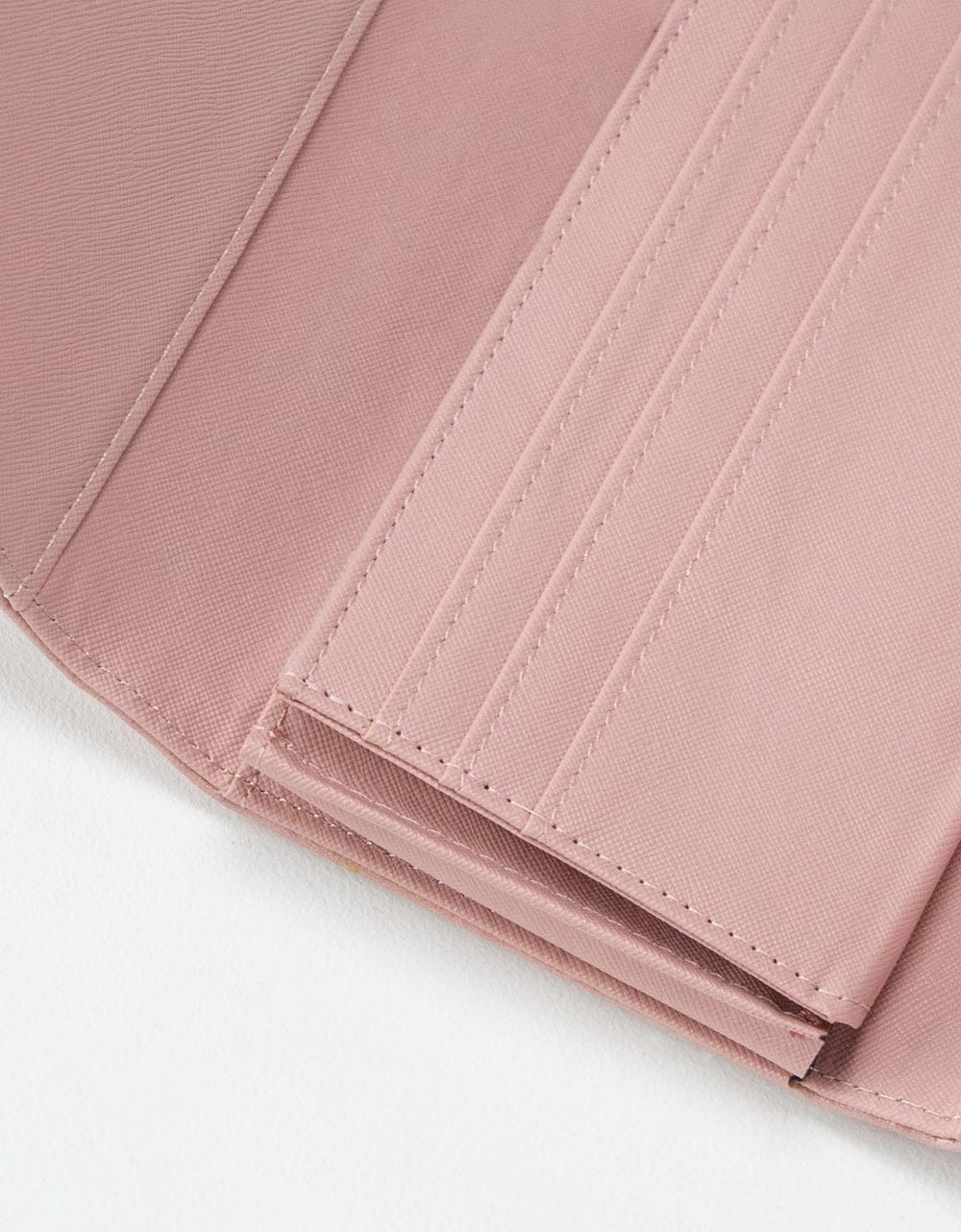 Εικόνα από Γυναικεία πορτοφόλια με ανάγλυφη λεπτομέρεια Ροζ
