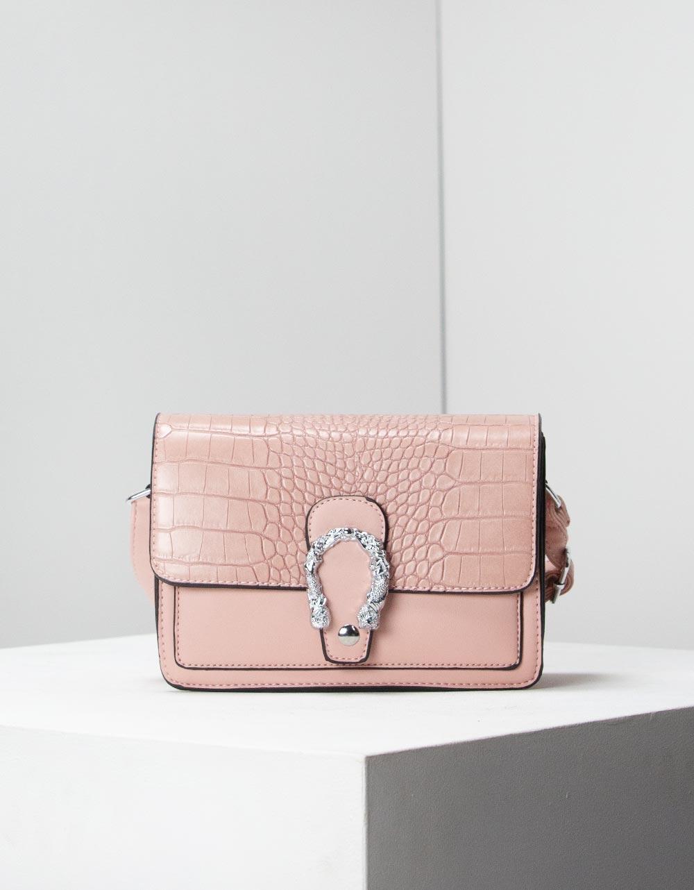 Εικόνα από Γυναικεία τσάντα χειρός με κροκό μοτίβο και μεταλλικό διακοσμητικό Ροζ