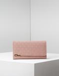 Εικόνα από Γυναικεία πορτοφόλια με ανάγλυφο σχέδιο Ροζ