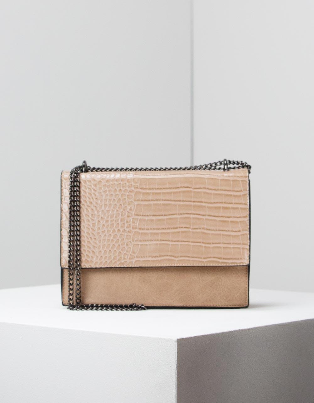 Εικόνα από Γυναικεία τσάντα ώμου με κροκό λεπτομέρεια Πούρο