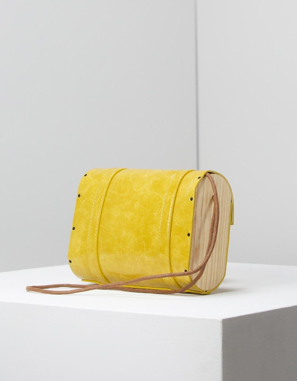 Εικόνα από Γυναικεία τσάντα ώμου με διακοσμητικά λουράκια Κίτρινο