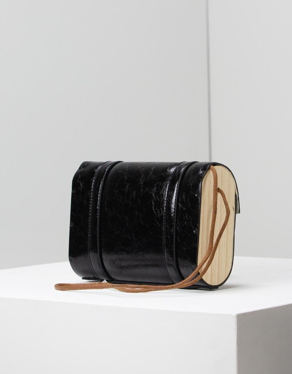 Εικόνα από Γυναικεία τσάντα ώμου με διακοσμητικά λουράκια Μαύρο