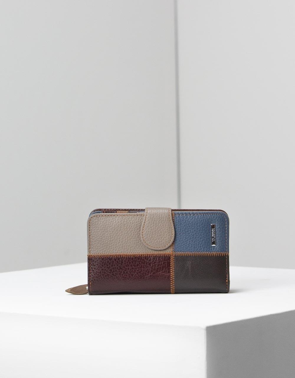Εικόνα από Γυναικεία δερμάτινα πορτοφόλια με λεπτομέρειες Πούρο