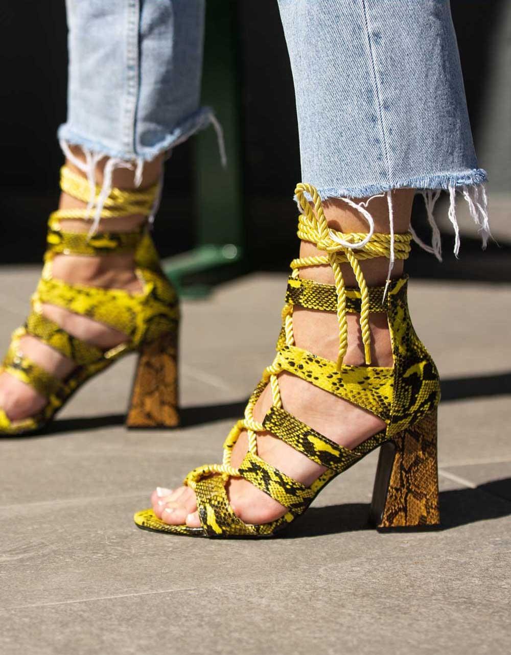 Εικόνα από Γυναικεία πέδιλα lace up με κροκό μοτίβο Κίτρινο