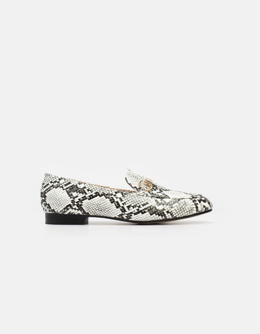Εικόνα από Γυναικεία loafers με μεταλλικό διακοσμητικό Λευκό