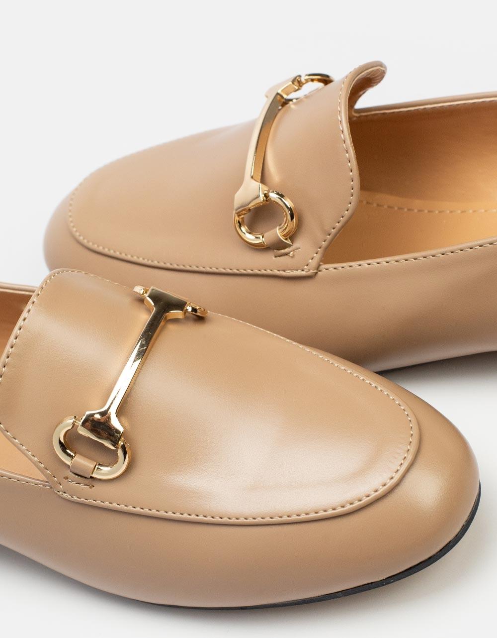 Εικόνα από Γυναικεία loafers με μεταλλικό διακοσμητικό Πούρο