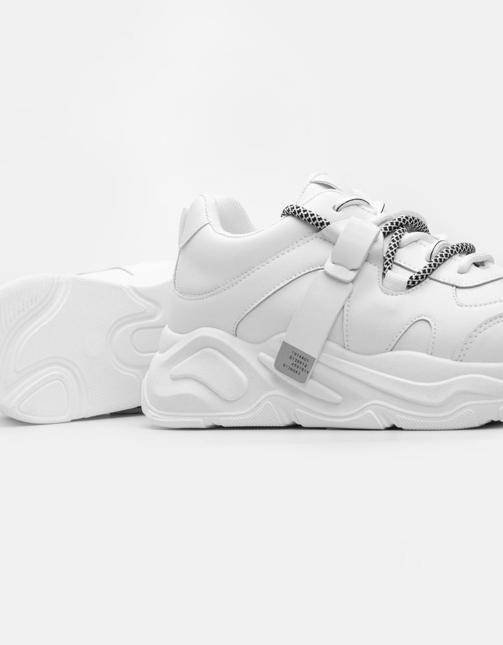 Εικόνα από Γυναικεία sneakers με ανάγλυφες λεπτομέρειες Λευκό