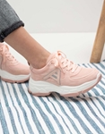 Εικόνα από Γυναικεία sneakers μονόχρωμα με λεπτομέρεια Ροζ