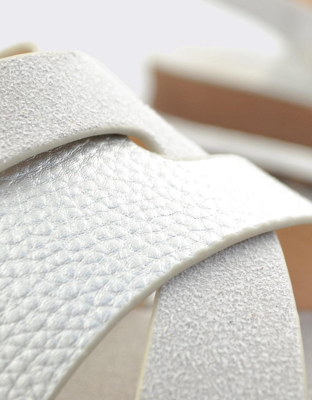 Εικόνα από Γυναικεία σανδάλια με ανάγλυφες λεπτομέρειες Γκρι