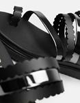 Εικόνα από Γυναικεία δερμάτινα σανδάλια με κάθετα λουριά Μαύρο/Ασημί