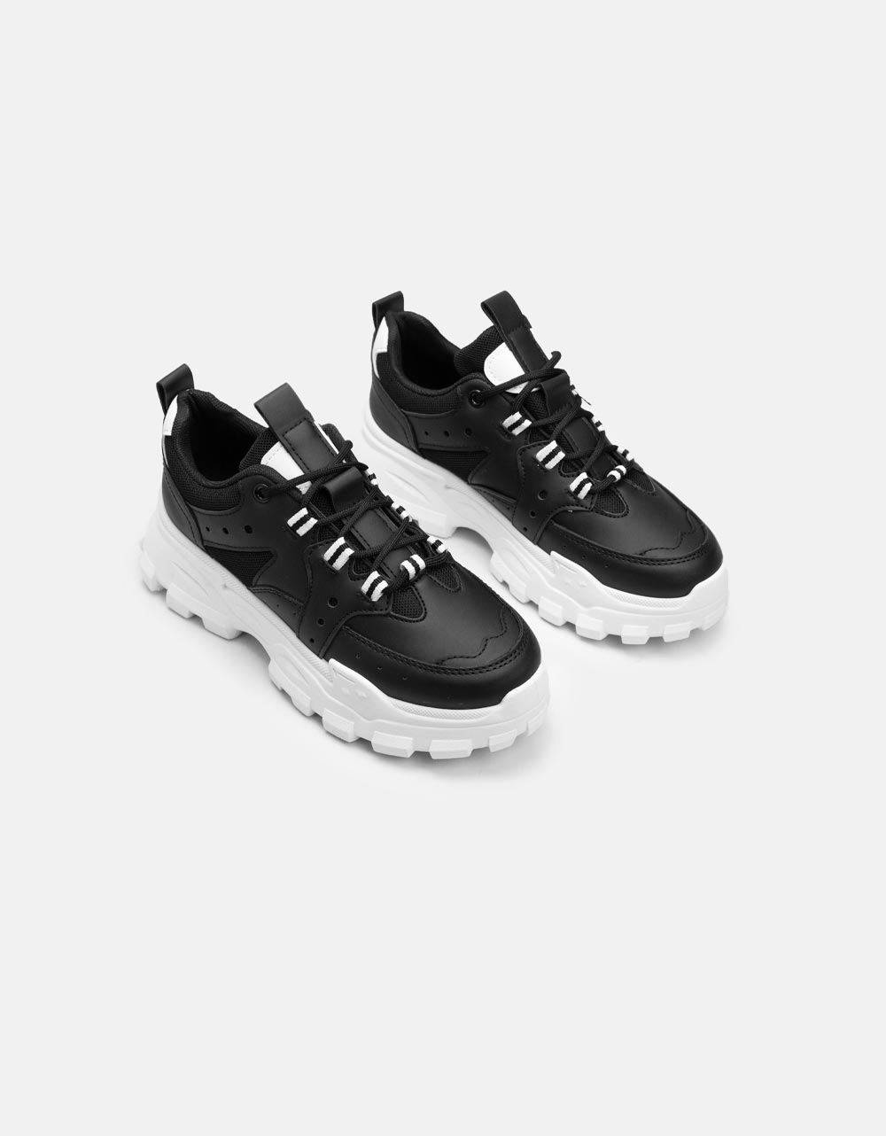 Εικόνα από Γυναικεία sneaker με τρακτερωτή σόλα Μαύρο/Λευκό