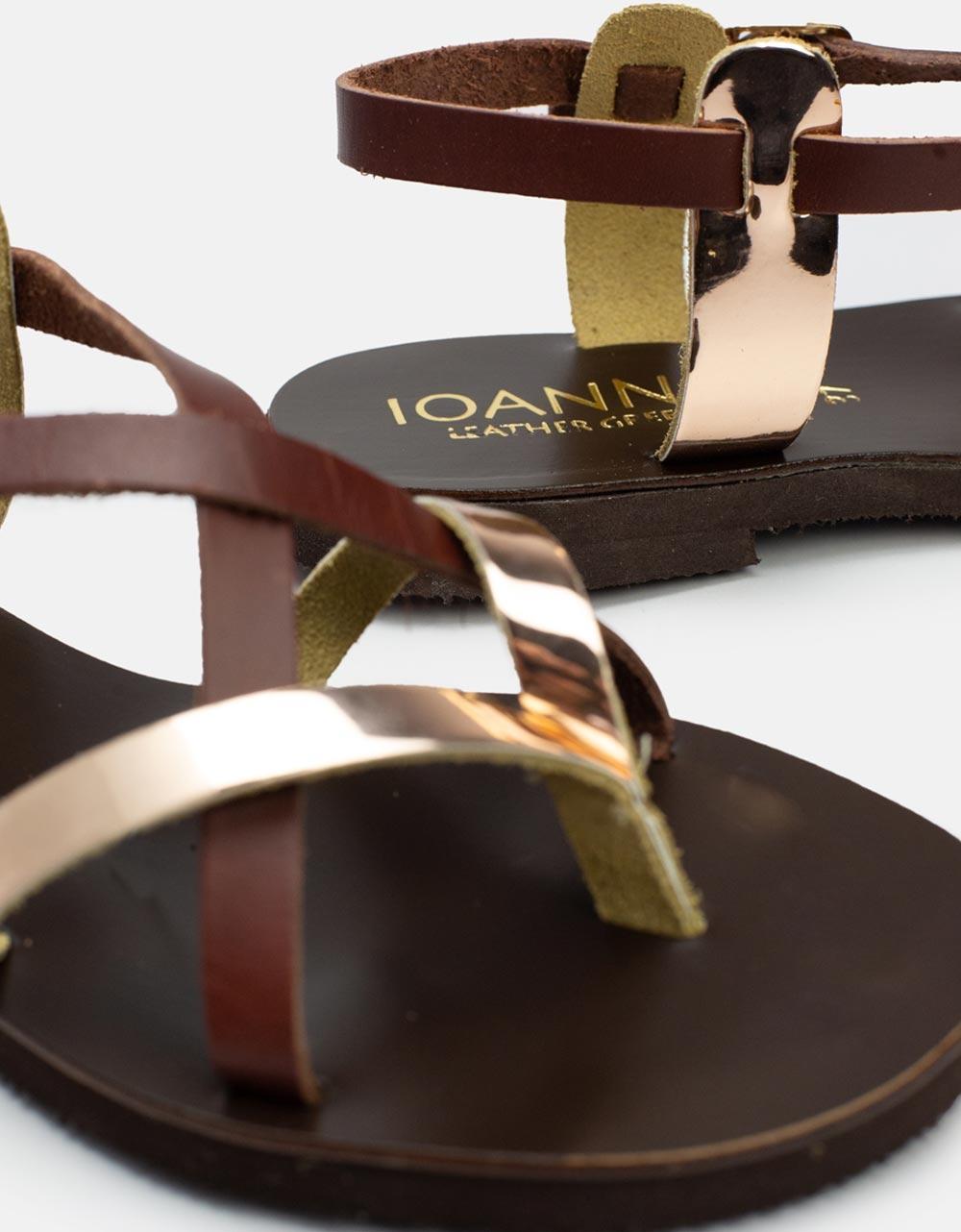 Εικόνα από Γυναικεία δερμάτινα δετά σανδάλια με χιαστί λουριά Καφέ/Χαλκός