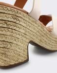 Εικόνα από Γυναικεία πέδιλα με χιαστί λουράκια Μπεζ