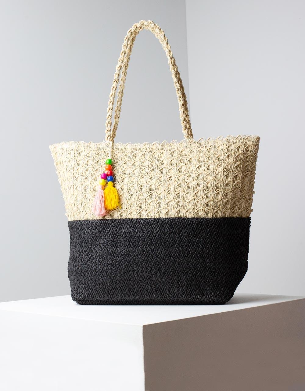 Εικόνα από Γυναικείες τσάντες ώμου ψάθινες με διακοσμητικό φουντάκι πολύχρωμο Μπεζ/Μαύρο