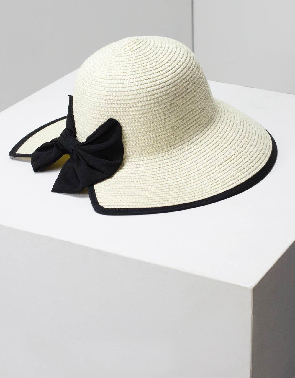 Εικόνα από Γυναικεία καπέλα με φίογκο Μπεζ