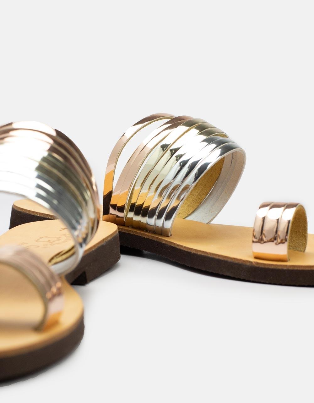 Εικόνα από Γυναικεία δερμάτινα σανδάλια με μεταλλικά λουράκια Χαλκός