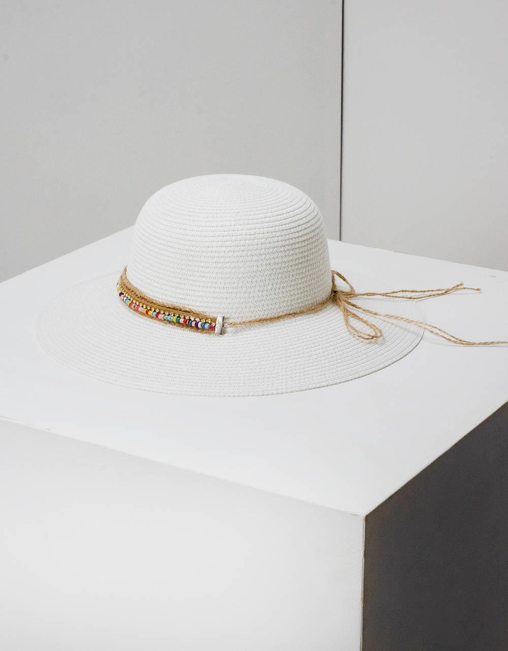 Εικόνα από Γυναικεία καπέλα με διακοσμητική φάσα Λευκό