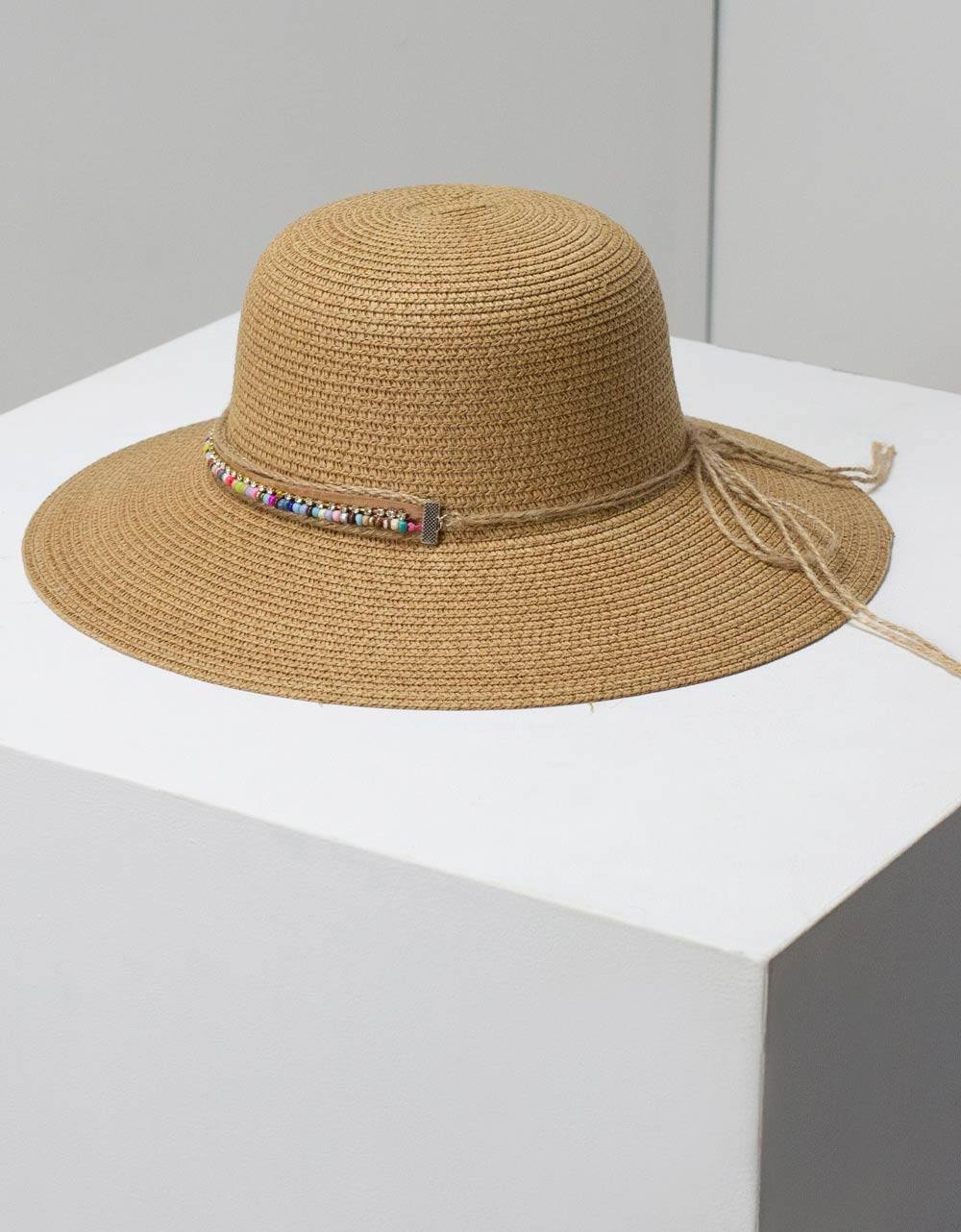 Εικόνα από Γυναικεία καπέλα με διακοσμητική φάσα Πούρο