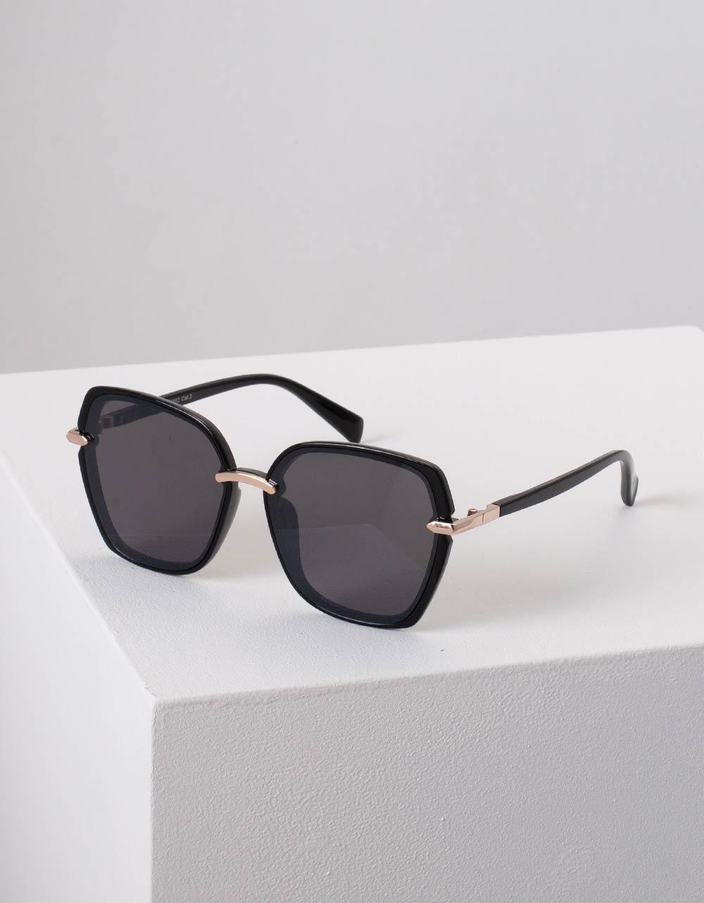 Εικόνα από Γυναικεία γυαλιά ηλίου με οβάλ σχήμα Μαύρο
