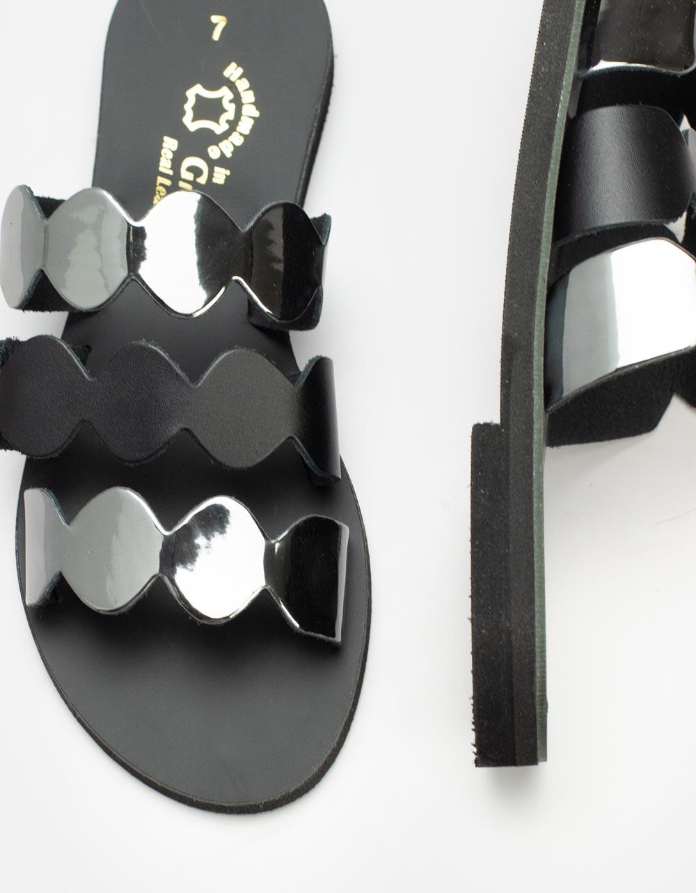 Εικόνα από Γυναικεία δερμάτινα σανδάλια με διπλό υλικό και λουράκια Ασημί/Μαύρο
