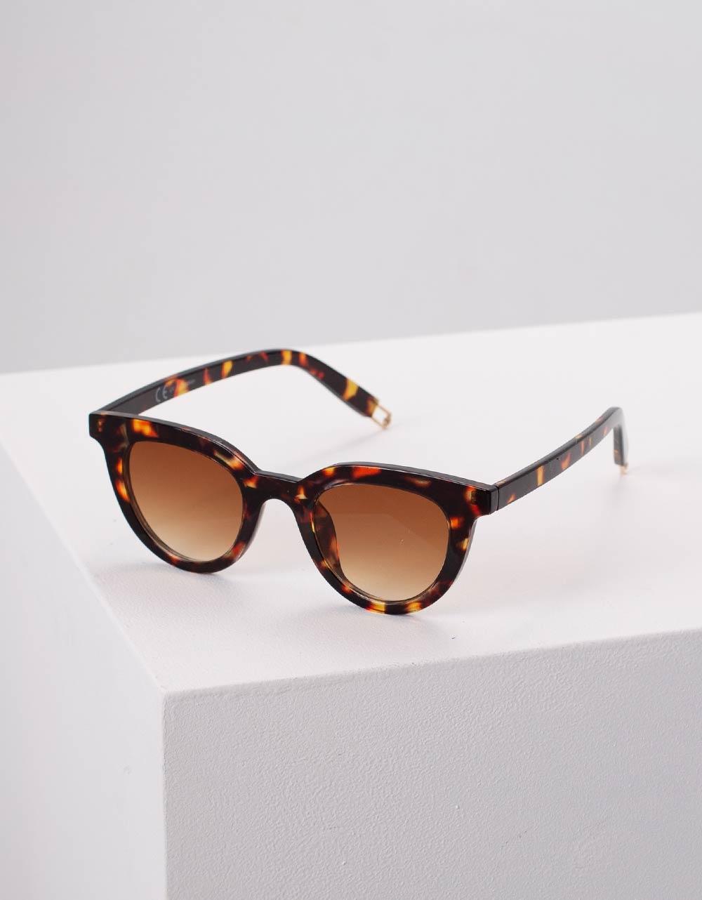 Εικόνα από Γυναικεία γυαλιά ηλίου μονόχρωμα Καφέ