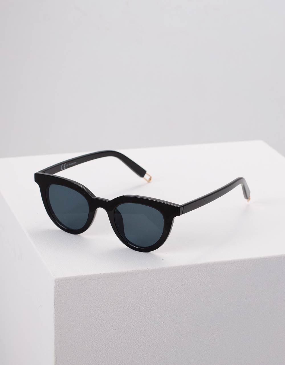 Εικόνα από Γυναικεία γυαλιά ηλίου μονόχρωμα Μαύρο