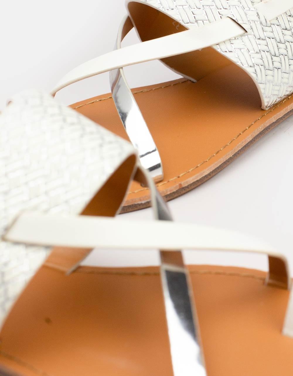 Εικόνα από Γυναικεία σανδάλια με χιαστί λουριά Λευκό