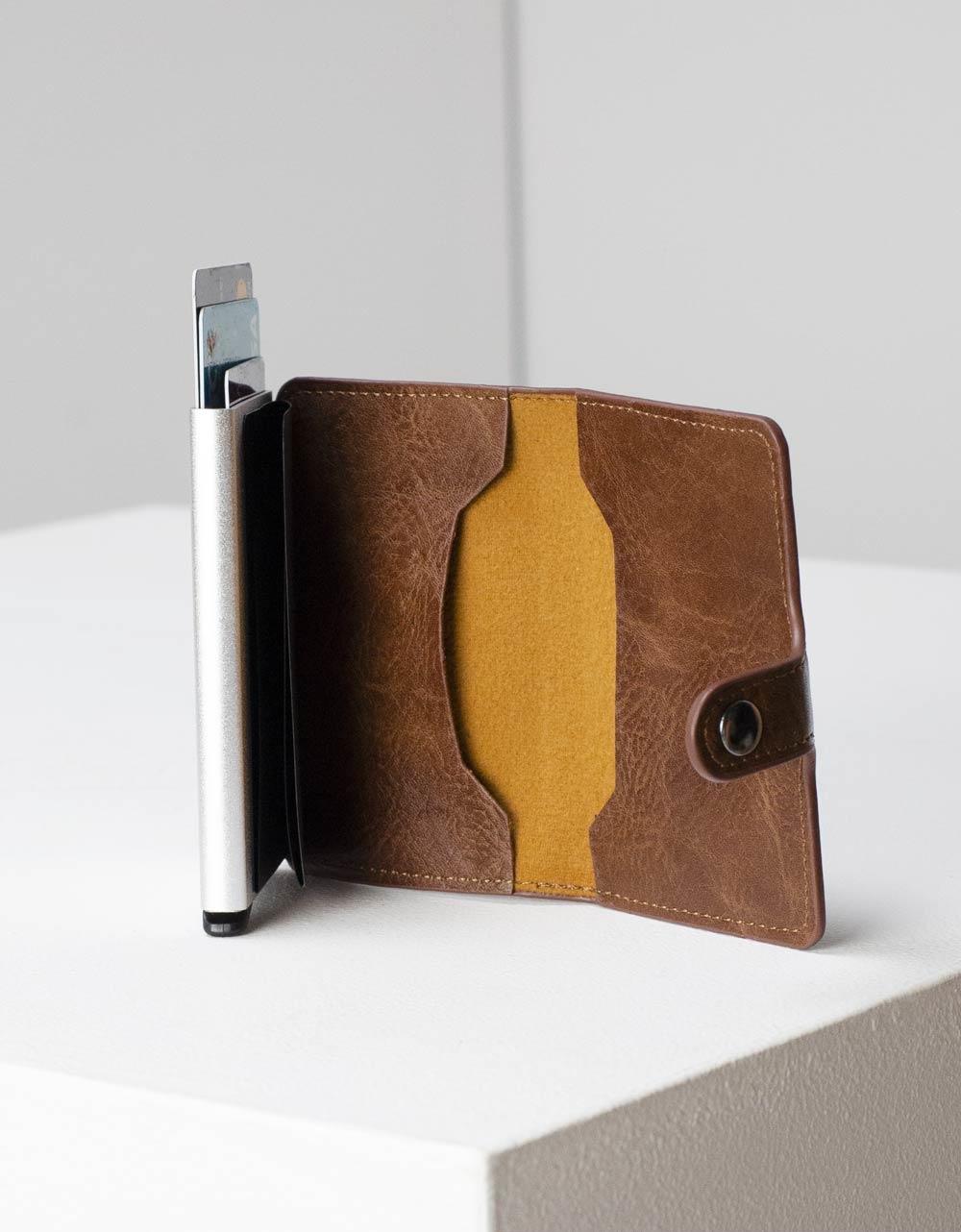Εικόνα από Ανδρικό πορτοφόλι καρτοθήκη με μηχανισμό Καφέ