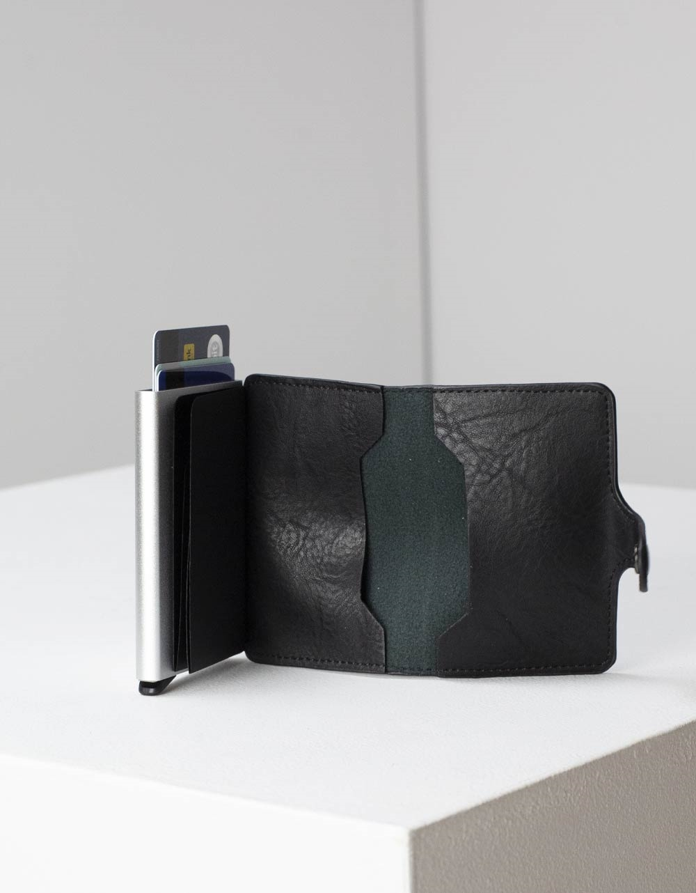 Εικόνα από Ανδρικό πορτοφόλι καρτοθήκη με μηχανισμό Μαύρο