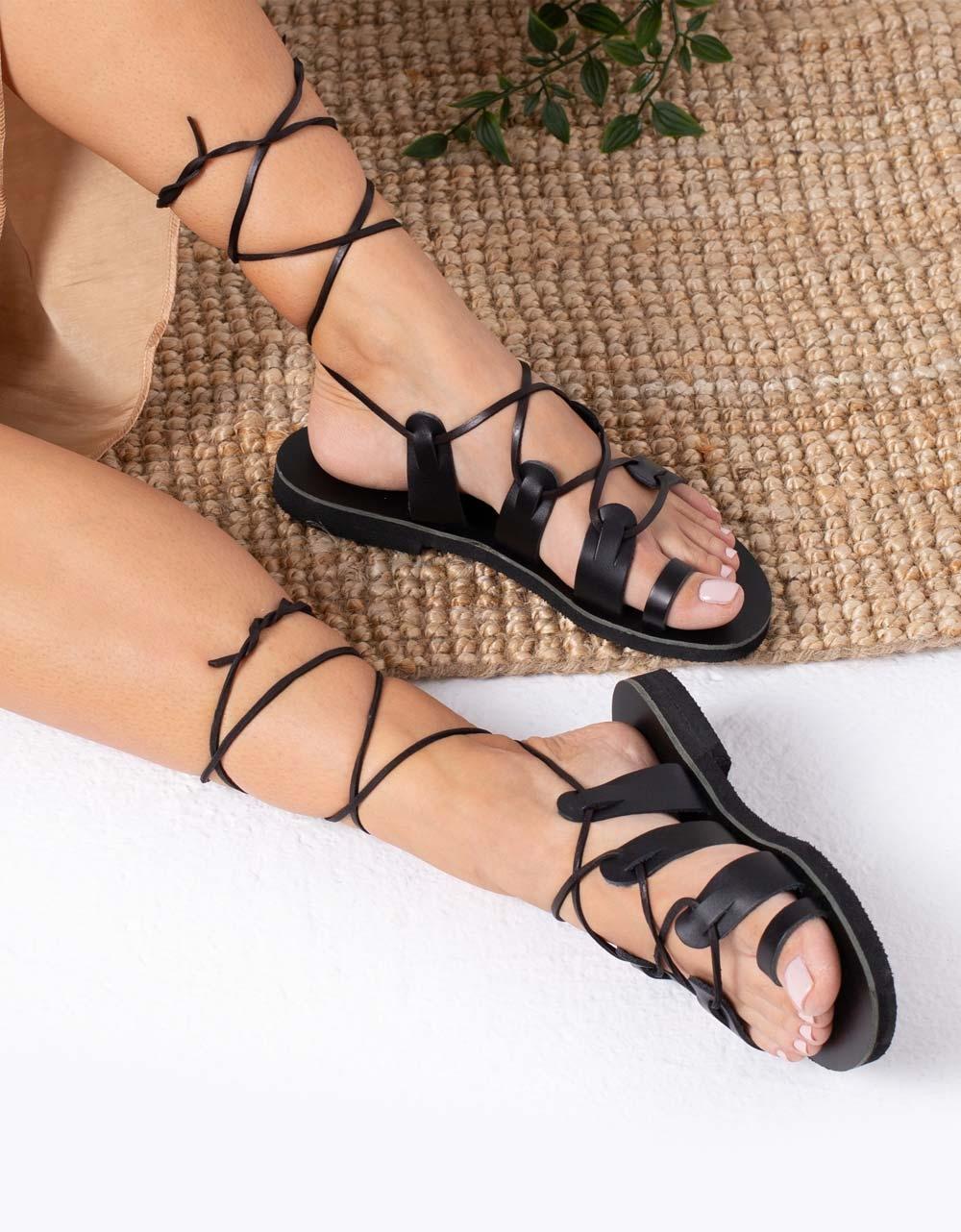 Εικόνα από Γυναικεία δερμάτινα σανδάλια lace up Μαύρο