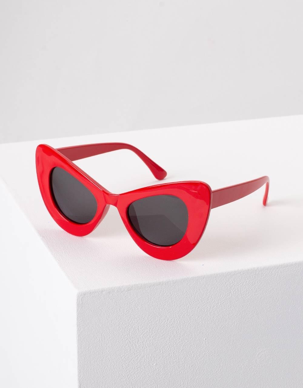 Εικόνα από Γυναικεία γυαλιά ηλίου με γωνίες Κόκκινο