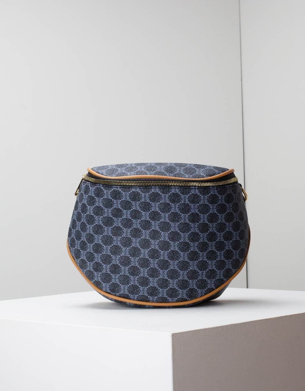 Εικόνα από Γυναικεία τσάντα ώμου με λεπτομέρειες Μπλε