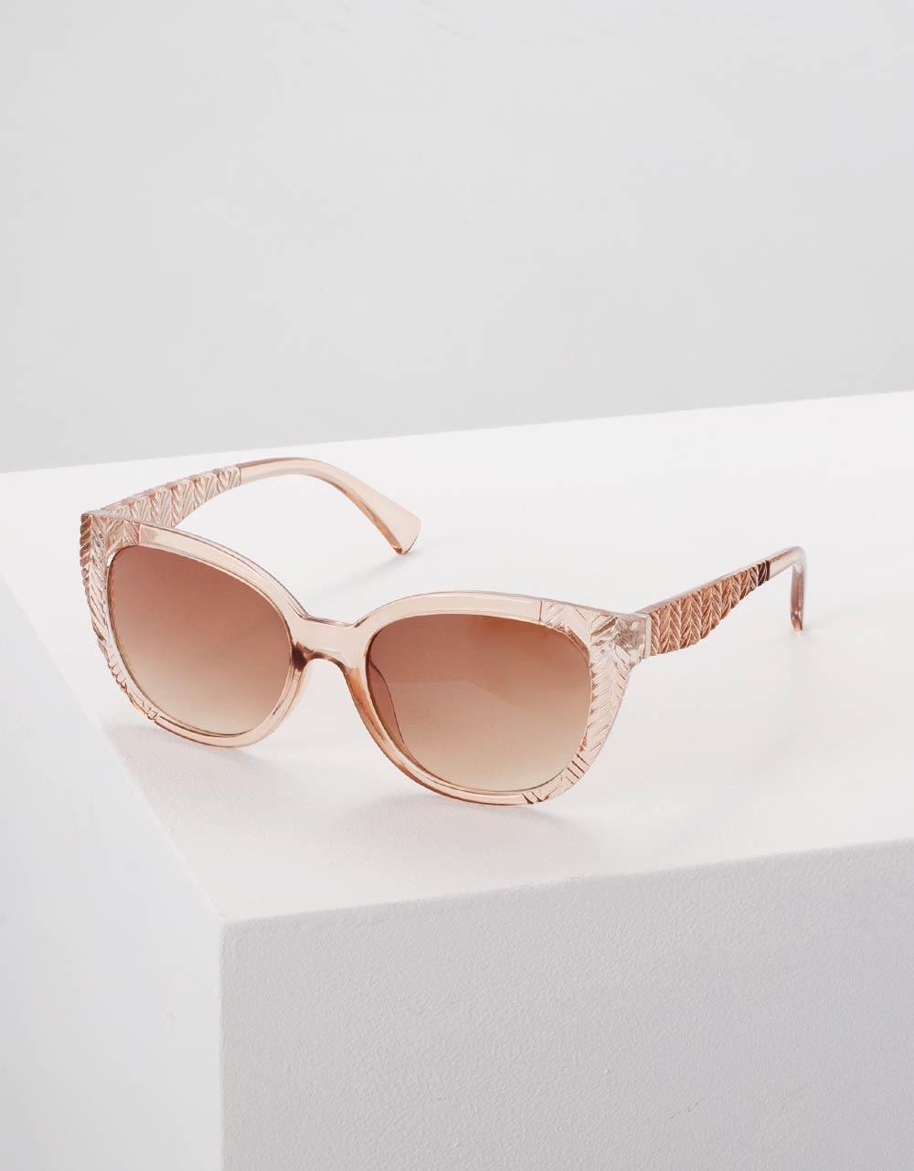 Εικόνα από Γυναικεία γυαλιά ηλίου με ανάγλυφες λεπτομέρειες Μπεζ