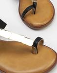 Εικόνα από Γυναικεία σανδάλια με μεταλλικές λεπτομέρειες Μαύρο