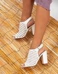 Εικόνα από Γυναικεία πέδιλα peep toe με διάτρητο σχέδιο Λευκό