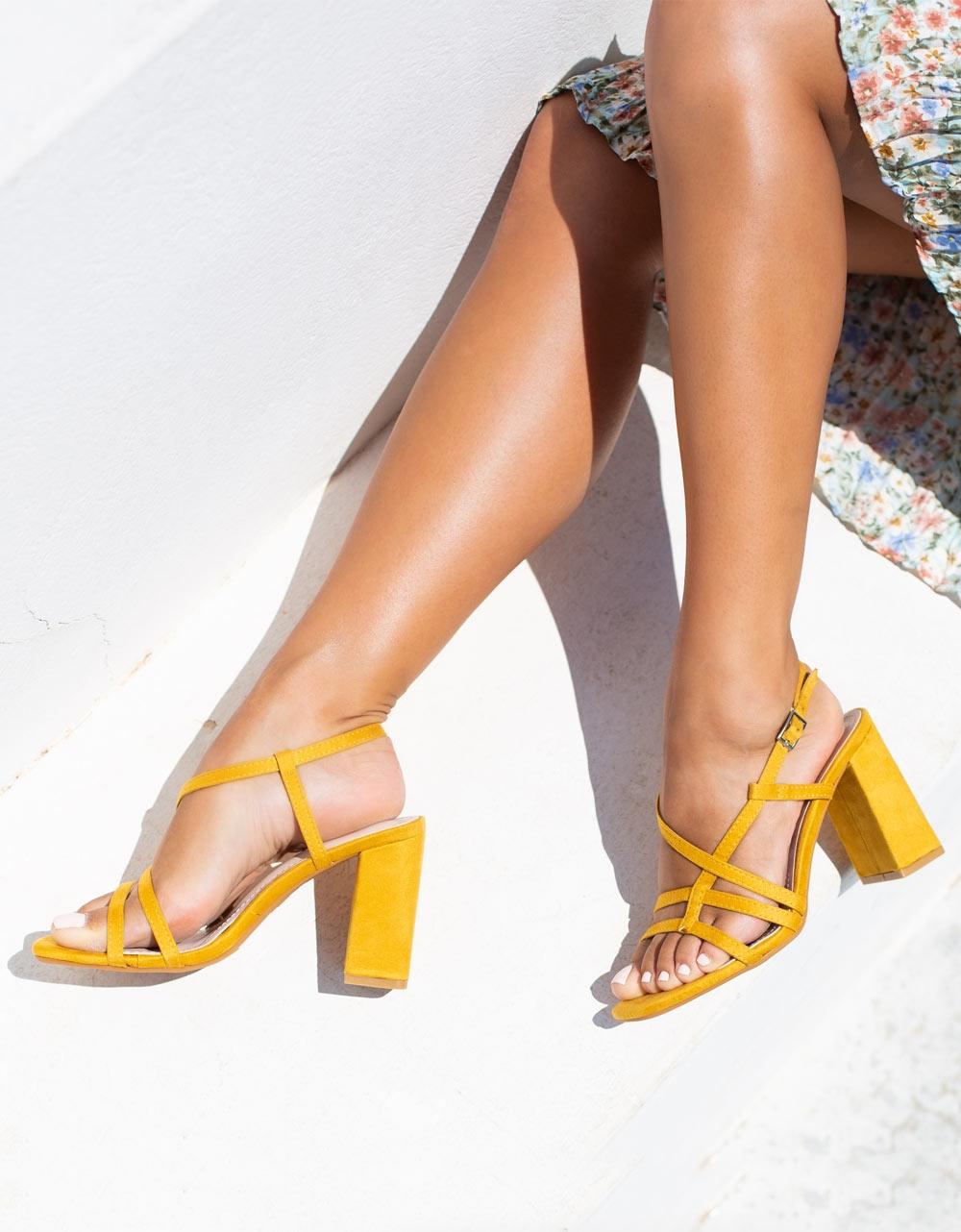 Εικόνα από Γυναικεία πέδιλα με χιαστί λουριά Κίτρινο