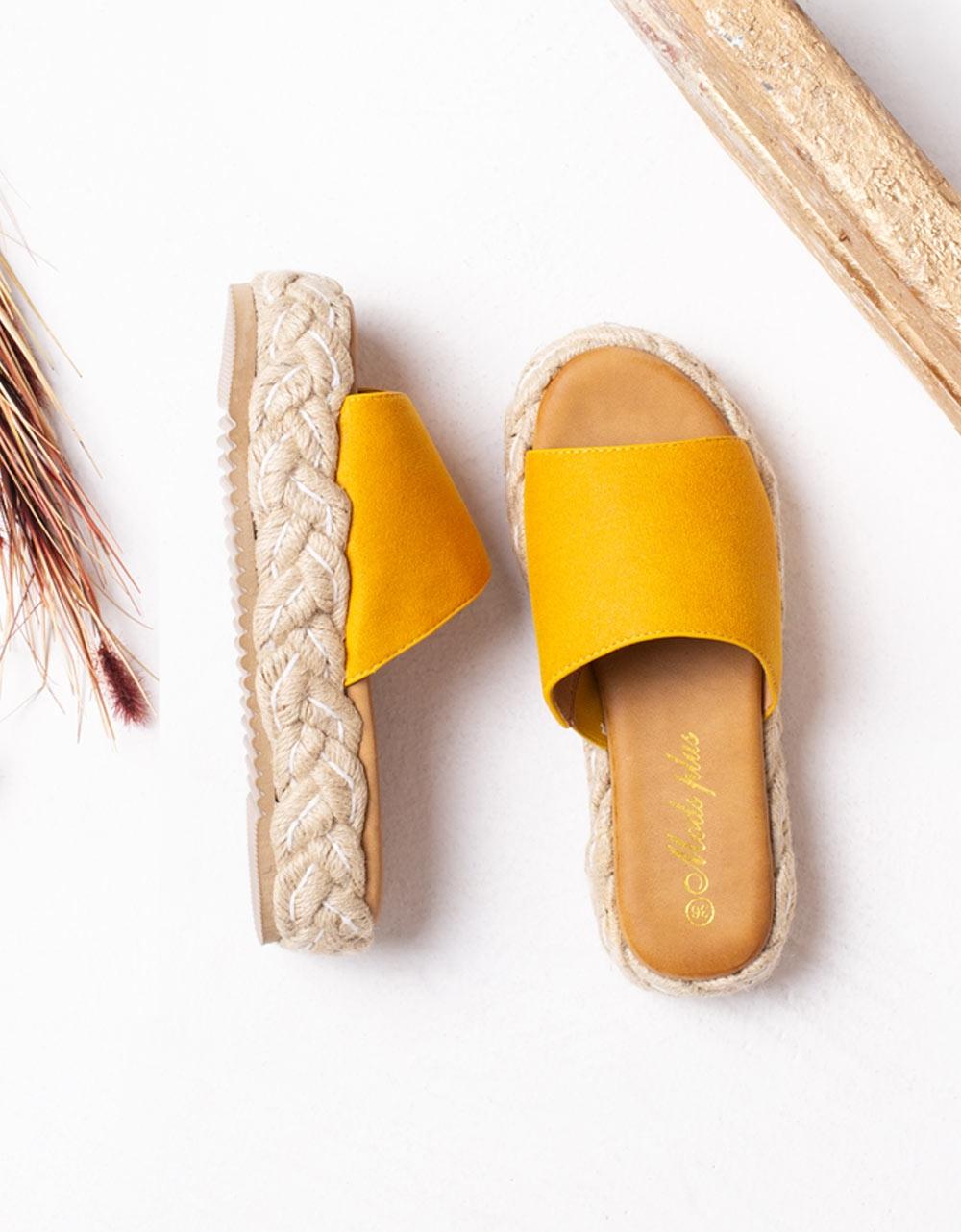 Εικόνα από Γυναικεία σανδάλια με λεπτομέρεια στην σόλα Κίτρινο