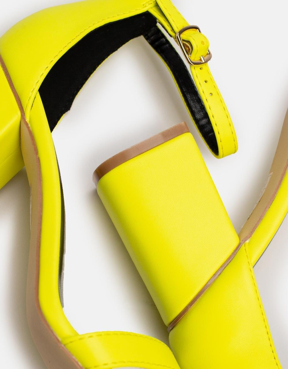 Εικόνα από Γυναικεία πέδιλα σε καρέ φόρμα Κίτρινο