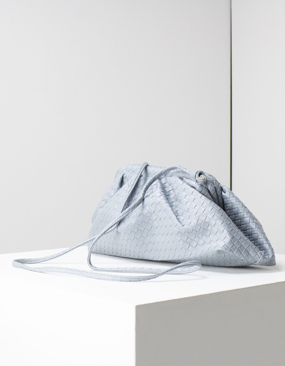 Εικόνα από Γυναικείες τσάντες ώμου με ανάγλυφες λεπτομέρειες Μπλε