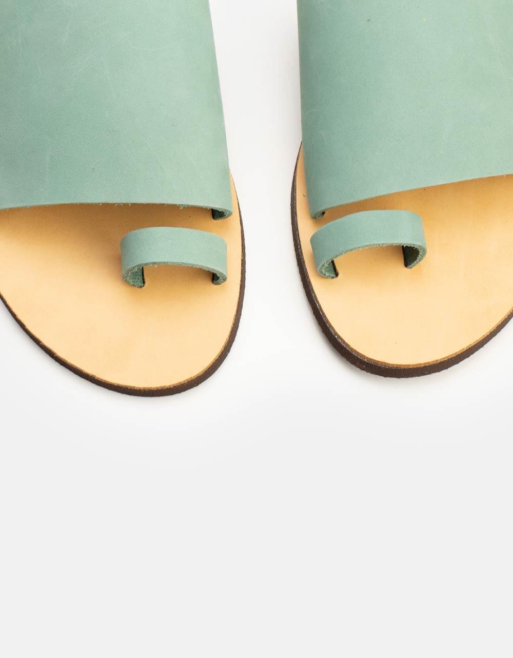 Εικόνα από Γυναικεία δερμάτινα σανδάλια μονόχρωμα Σιέλ