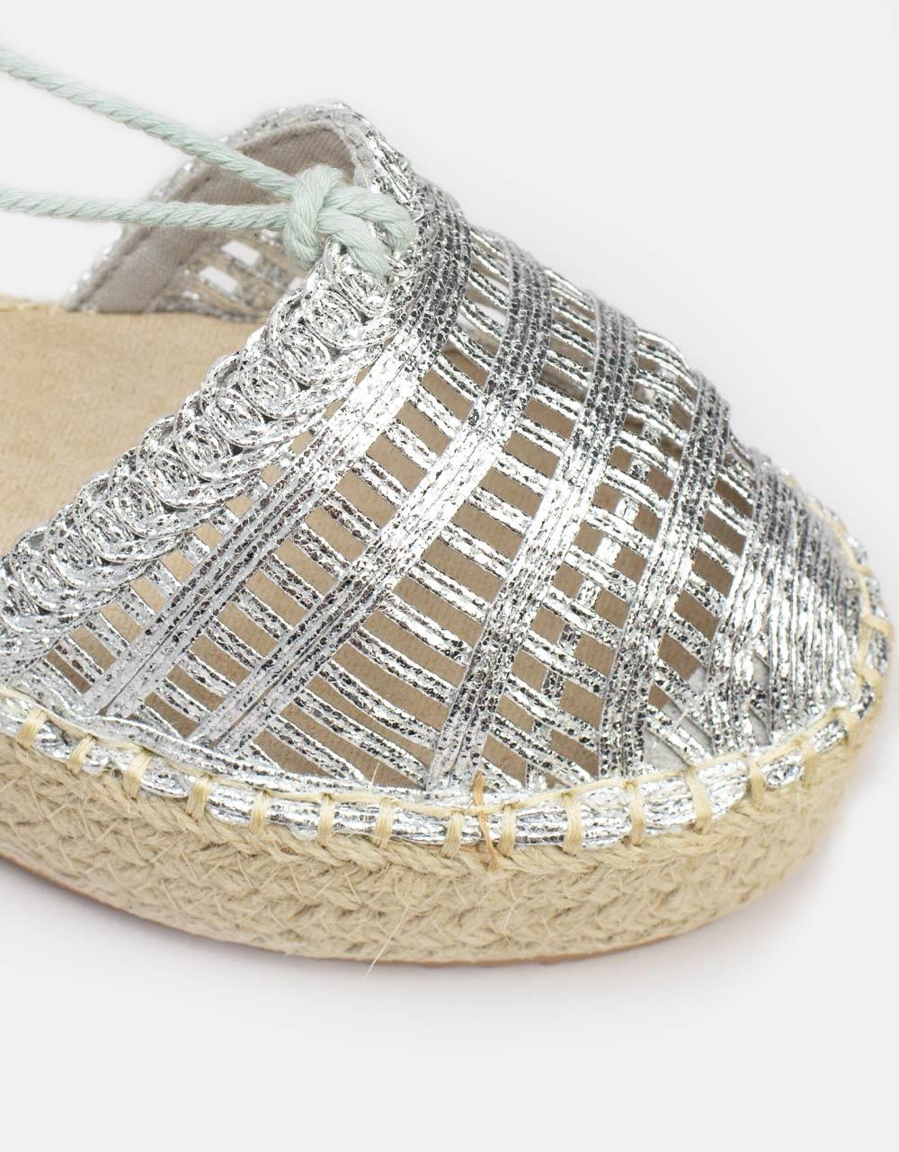 Εικόνα από Γυναικείες εσπαντρίγιες lace up με λεπτομέρειες στην φάσα Ασημί