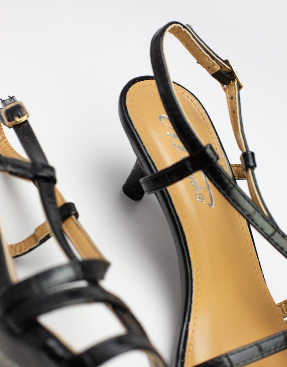 Εικόνα από Γυναικεία πέδιλα με λεπτό τακούνι και λουράκια Μαύρο