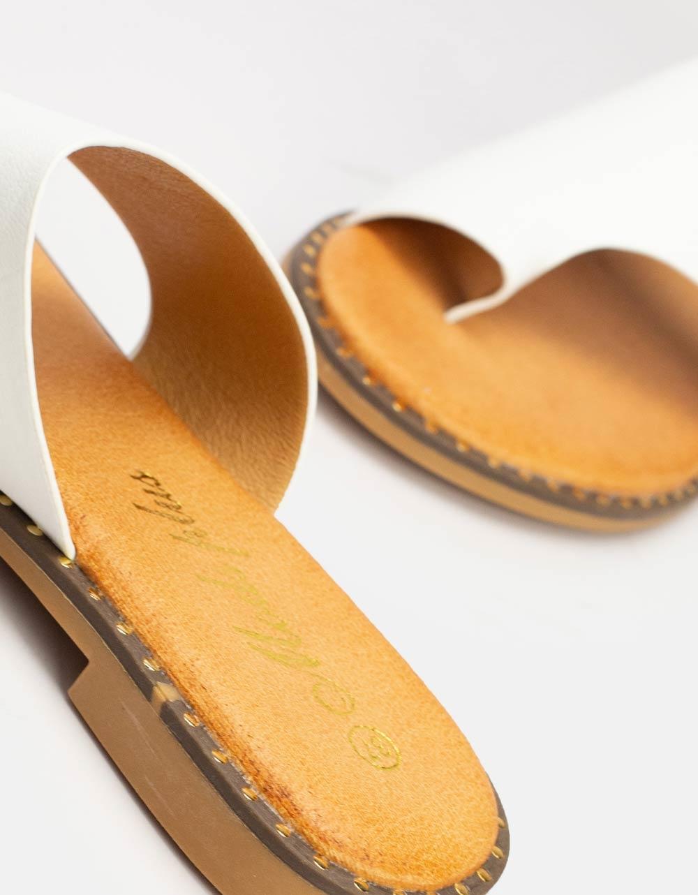 Εικόνα από Γυναικεία σανδάλια με ιδιαίτερο κόψιμο στη φάσα Λευκό