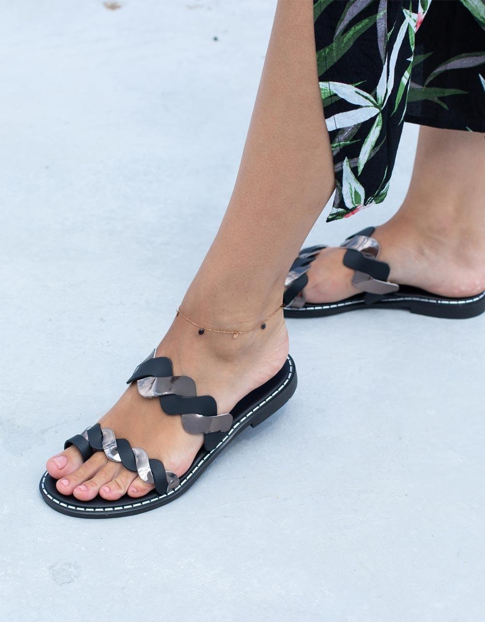 Εικόνα από Γυναικεία δερμάτινα σανδάλια με αφρώδη πάτο Μαύρο