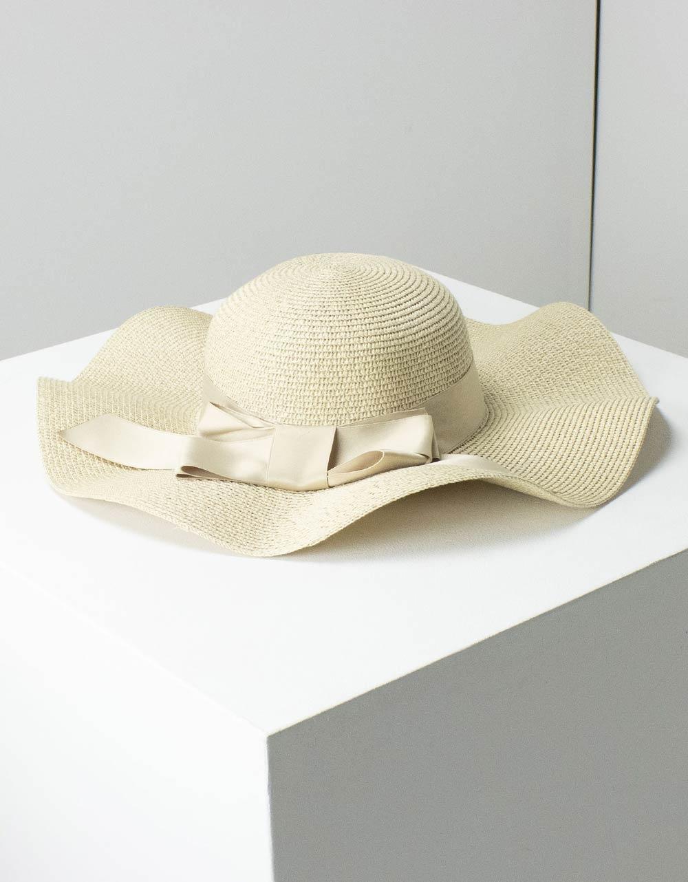 Εικόνα από Γυναικεία καπέλα με κυματιστό σχέδιο Μπεζ