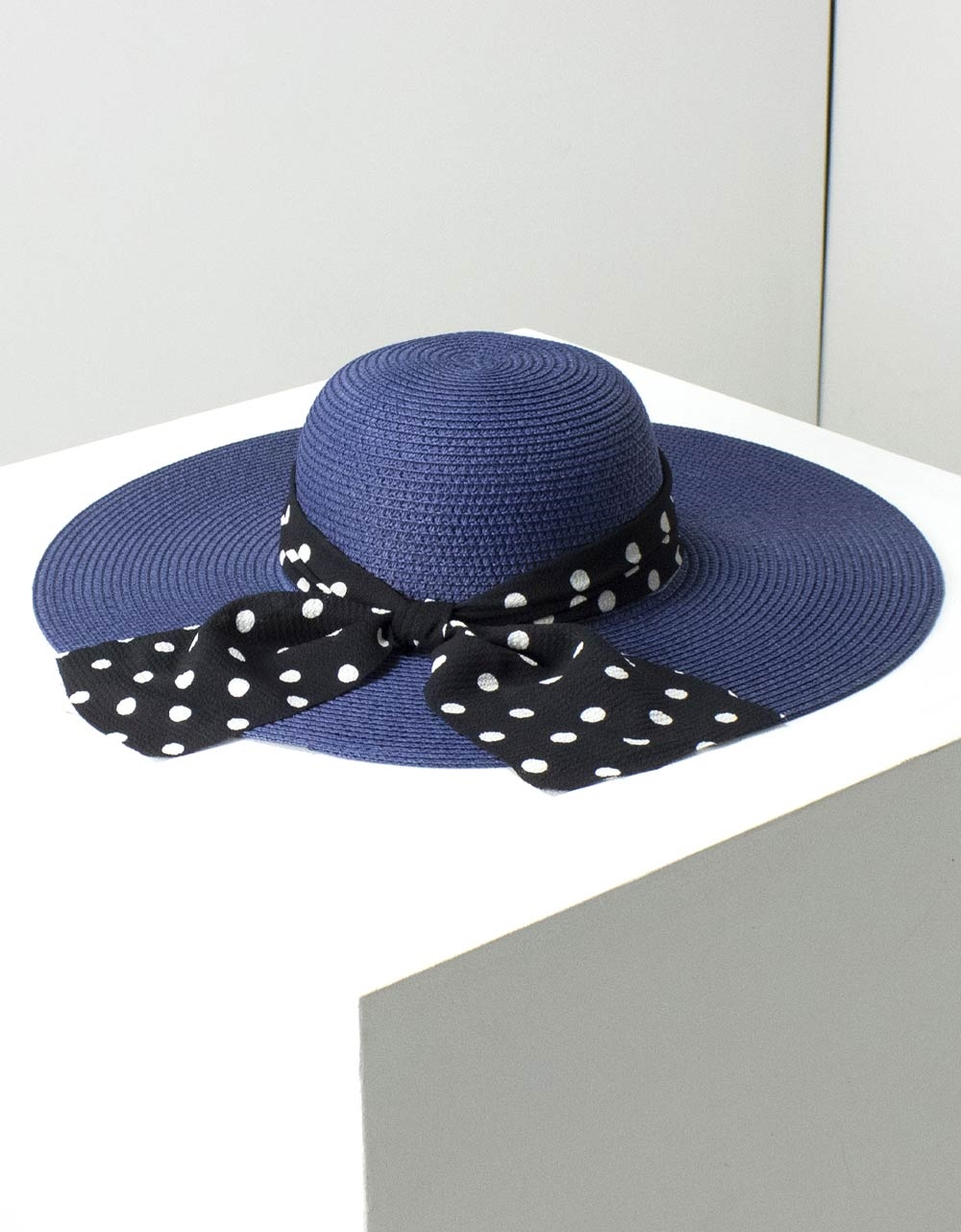 Εικόνα από Γυναικεία καπέλα με πουά φίογκο Μπλε