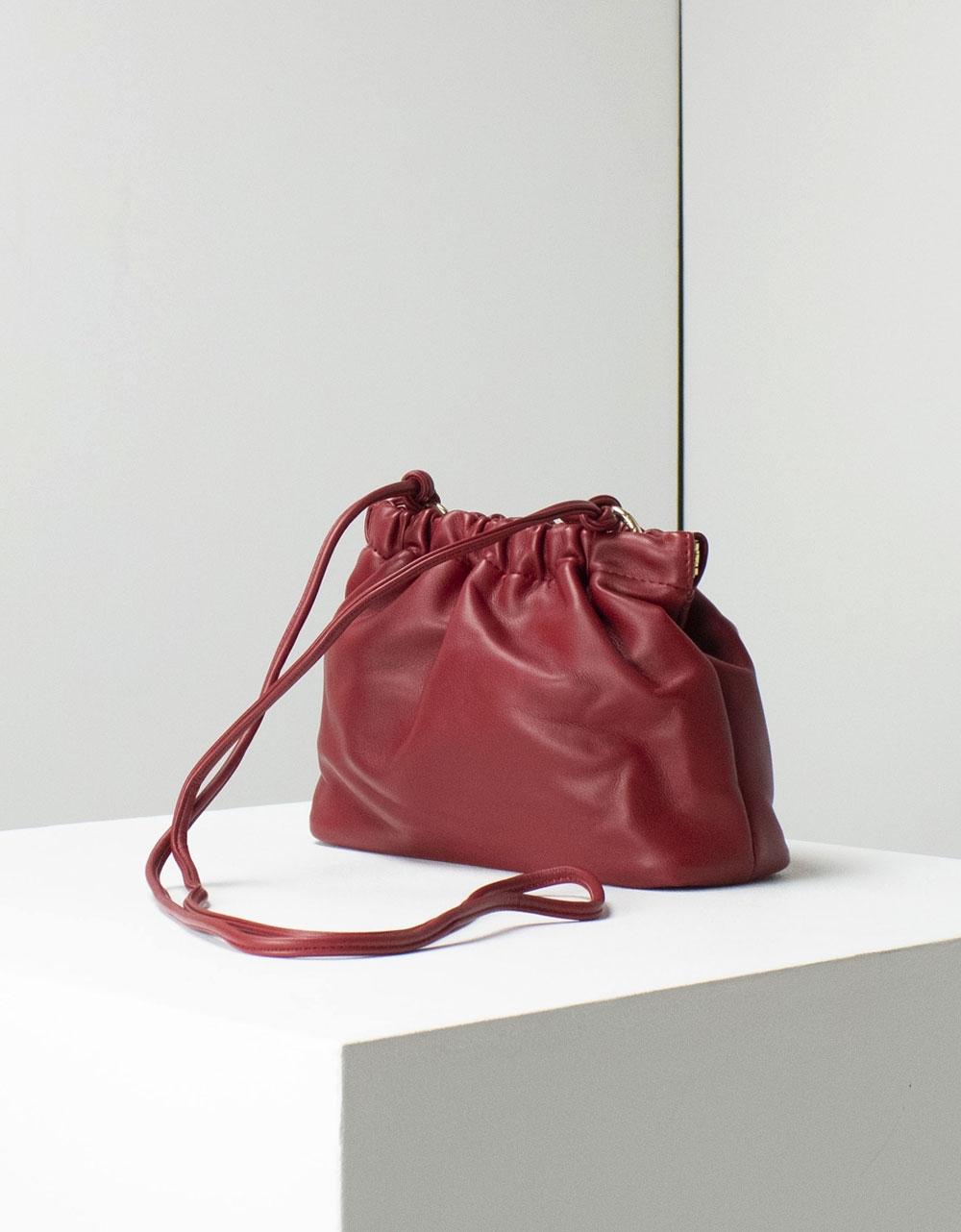 Εικόνα από Γυναικεία τσάντα ώμου μονόχρωμη Μπορντώ